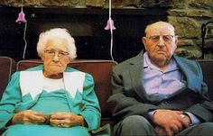 funny old people jokes. I feel bad for putting this on my Humor board because his wife passed away. Funny Easter Pictures, Funny Photos, Old People Jokes, Sexy Make-up, Old Couples, Lgbt Couples, How I Met Your Mother, Just Dream, Wtf Fun Facts