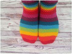 motleymakery:  DIY Rainbow Slipper Socks: Nice Crochet Tutorial from Oomanoot. motleymakery: DIY Rainbow Slipper Socks: Nice Crochet Tutorial from Oomanoot.