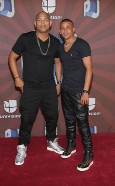 Gente de Zona Photos - Gente de Zona poses in the press room during the Premios Juventud 2014 at The BankUnited Center on July 2014 in Coral Gables, Florida. Latin Music Artists, Beste Songs, Spanish Music, Intelligent People, Inspirational Celebrities, Man Crush, Musical, Celebrity Photos, Black Men