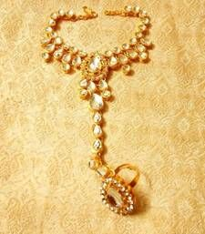 Black friday deals and offers mirraw Buy Designer kundan haath phool hath panja ethnic wedding jewelry haath-phool-hath-panja online Indian Wedding Jewelry, Wedding Jewelry Sets, Indian Jewelry, Bridal Jewelry, Ethnic Wedding, Ethnic Jewelry, Hand Jewelry, Cute Jewelry, Solid Gold Bangle