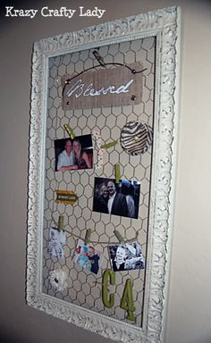 Picture frame redo with chicken wire. I wish there was a decorative chicken wire Wire Picture Frames, Picture Frame Crafts, Picture Frame Decorating Ideas, Picture Frame Display, Chicken Wire Crafts, Chicken Wire Frame, Old Frames, Frames Ideas, Vintage Frames