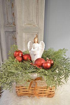 Christmas Baskets, Wicker Baskets, Table Decorations, Furniture, Home Decor, Homemade Home Decor, Christmas Gift Baskets, Home Furnishings, Interior Design