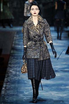 Marc Jacobs Fall 2015 Ready-to-Wear Fashion Show - Esmeralda Seay-Reynolds Fashion Week, Runway Fashion, High Fashion, Winter Fashion, Fashion Show, Fashion Design, 50 Fashion, Female Fashion, Diana Vreeland