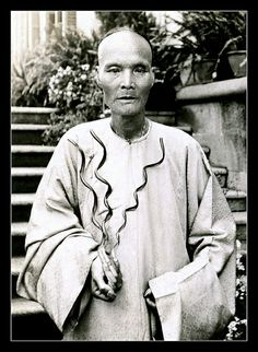 THE FANTASTICAL FINGERNALS OF OLD DR. DING -- ca.1905 photo from OLD CHINA