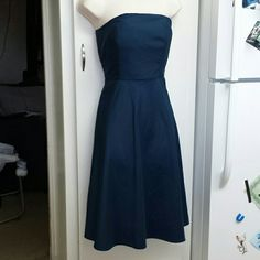 NWOT Tommy Bahama navy blue dress In good condition adjustable from the inside to give busy a tighter fit zips up from side. Can wear as strapless or with straps however straps that came with dress are missing Tommy Bahama Dresses
