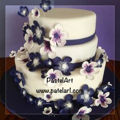 pastel para 80 personas en fondant, con flores de fondant
