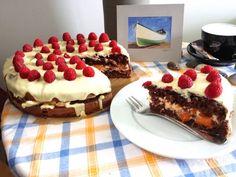 Fehér csokis-málnás torta, sárgabarackos mascarpone krémmel töltve   GastRobertollini