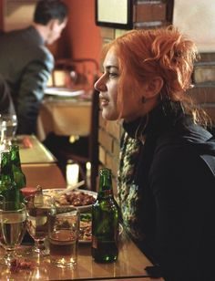 Clementine Kruczynski (Kate Winslet) Eternal Sunshine of the Spotless Mind, orange hair Clementine Eternal Sunshine, Pretty People, Beautiful People, Meet Me In Montauk, Manic Pixie Dream Girl, Serge Gainsbourg, Chef D Oeuvre, Kate Winslet, Grunge Hair