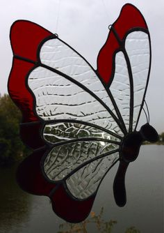 Made to Order Stained Glass Butterfly Sun Catcher por Sweveneers