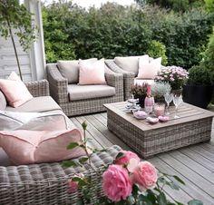 Lovely Deco: Coussins moelleux sur la terrasse