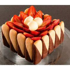 H - Desserts - Desserts - Dessert Recipes Elegant Desserts, Mini Desserts, Sweet Recipes, Cake Recipes, Dessert Recipes, Charlotte Russe Cake, Bakery Style Cake, Elegant Cake Design, Rodjendanske Torte