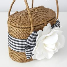 Lilly of Charleston Bags. Summer Diy, Summer Bags, Cute Purses, Purses And Bags, Crotchet Bags, Basket Bag, Cute Bags, Beautiful Bags, So Little Time