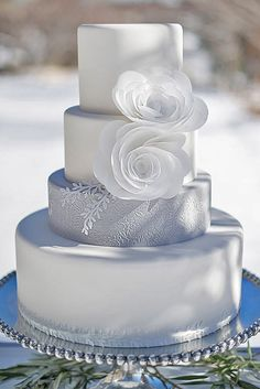 24 Fabulous Winter Wedding Cakes We Adore ❤ See more: http://www.weddingforward.com/winter-wedding-cakes/ #weddings #cakes