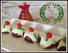 Chocolate Marshmallow Christmas Puddings - I love these little puddings, they are so quick and easy and just scream Christmas is here! There are many varieties and depending on what country you live in as to whether you call them Mallowpuff… Christmas Log, Summer Christmas, Christmas Cooking, Christmas Treats, Christmas Foods, Christmas Wishes, Chocolate Pudding Cookies, Chocolate Marshmallows, Dream Cake