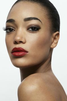 The best lipstick looks for your dark skin tone are only a click away. We talked to a celebrity makeup artist to get the scoop on the best makeup for dark skin. Lipstick For Dark Skin, Bright Lipstick, How To Apply Lipstick, Dark Lips, Lipstick Shades, Red Lips, Applying Lipstick, Lip Tips, Makeup Tips