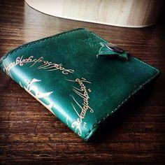 """Mi piace"": 139, commenti: 13 - LaborArtorIa (@laborartoria) su Instagram: ""#leathercraft #leatherwallet #lordoftherings #handmade #leatherwork"""