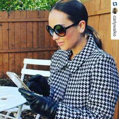 @carlywalko looking oh-so-fab in her leather touchscreen #gloves by #URPowered ✨✨✨ #Repost #Holiday #Leather #WearableTech ・・・ Leather gloves are ALWAYS chic, but tech friendly too?  JACKPOT!!! Thank you @urpowered for keeping me stylish and warm while texting. You all NEED these gloves in your life. #forreals  #HowURpowered #URpowered #leathergloves #fallfashion