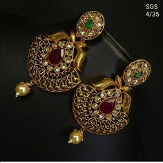 Saved by radha reddy garisa Gold Jhumka Earrings, Jewelry Design Earrings, Gold Earrings Designs, 1 Gram Gold Jewellery, Gold Jewellery Design, Ear Rings, Stylish Jewelry, Jewelry Patterns, Indian Jewelry