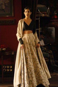 Sabyasachi Mukherjee - Indian Couture Week 2014 - Black and white lehenga… India Fashion, Ethnic Fashion, Asian Fashion, Indian Attire, Indian Ethnic Wear, Indian Style, Sabyasachi, Lehenga Choli, Saris