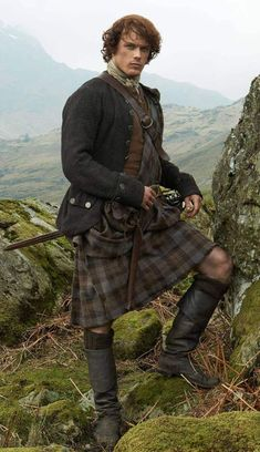 OUTLANDER Kilt made from the exact same Premium Wool Tartan, woven in Scotland by the same weaver, as the kilts worn in the filming of OUTLANDER James Fraser Outlander, Sam Heughan Outlander, Outlander Tv, Outlander Series, Gabaldon Outlander, Outlander Wedding, Outlander Costumes, Scottish Man, Scottish Tartans