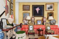 Sir John Richardson's Apartment is For Sale New York Apartments, Apartments For Sale, Living Room Art, Living Room Modern, New Yorker Loft, Chevron Bathroom, Turquoise Walls, Brooklyn Brownstone, Biographer