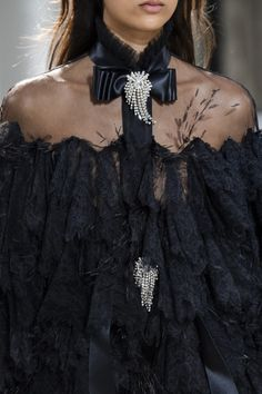 Alexandre Vauthier, Style Couture, Couture Fashion, Halter Maxi Dresses, Crop Top Outfits, Gowns Of Elegance, Black Ruffle, Couture Dresses, Fashion Pictures