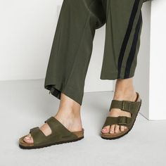 BIRKENSTOCK Arizona Nubuck Leather Steer Khaki in all sizes ✓ Buy directly from the manufacturer online ✓ All fashion trends from Birkenstock Birkenstock Outfit, Birkenstock Arizona, All Fashion, Fashion Trends, Barefoot Men, Taupe, Chanel, Footwear, Birkenstocks