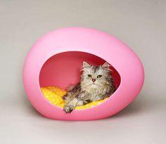 Egg-Shaped Pet Beds : pet beds pei pod