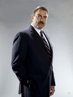 Tom Selleck como Francis Reagan