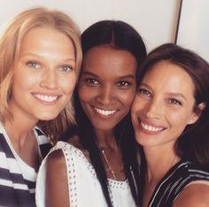 Le selfie de Toni Garrn, Liya Kebede et Christy Turlington http://www.vogue.fr/mode/mannequins/diaporama/la-semaine-des-tops-sur-instagram-53/21898/image/1137193#!le-selfie-de-toni-garrn-liya-kebede-et-christy-turlington