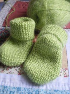Tricot layette – Chaussettes longitudinales à 2 aiguilles au point mousse