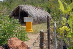 Una sencilla tarja recuerda el sitio donde fueron apresados Fidel y los moncadistas Oscar Alcalde y José Suárez Blanco, durante su tránsito por la Gran Piedra. Autor: Miguel Rubiera http://www.juventudrebelde.cu/cuba/2013-07-23/trayecto-a-la-honra/