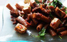 Lubicie tofu? Przedstawiamy #przepis na pikantny #makaron z tym sojowym przysmakiem.