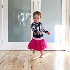 C'est elle qui a choisit ses vêtements  et maintenant elle danse partout. Elle est mon rayon de soleil!  #melodiepetitesouris #2ans #2yearsold #etremaman #jelaimetellement #momlife #toddlerslife #avoir2ans #petitsbonheurs #baneaux #faitalamain #faitauquebec
