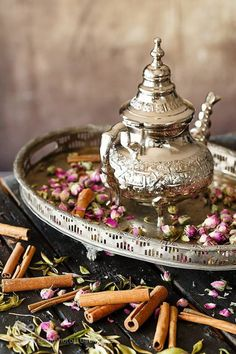 Super party food table set up afternoon tea Ideas Ramadan Decoration, Best Espresso, Moroccan Decor, Moroccan Dress, Moroccan Style, Tea Art, My Cup Of Tea, Chocolate Pots, High Tea