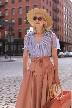 Atlantic-Pacific // Bow Top & Button Front Skirt We would so love to wear these! Spring Summer Fashion, Spring Outfits, Mode Pop, Atlantic Pacific, Street Outfit, Mode Inspiration, Skirt Outfits, Hat Outfits, Classy Outfits