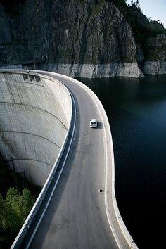 The world's most dangerous roads - Transfagarasan, Romania [Vidraru Dam here] Places To Travel, Places To See, Places Around The World, Around The Worlds, Wonderful Places, Beautiful Places, Dangerous Roads, Beautiful Roads, Winding Road