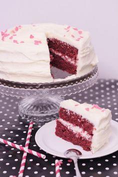 Red Velvet kakku on noussut yhdeksi suosikkikakukseni ja onhan se muillekin kelvannut. Kakku on todella makea eikä sitä voi järjettömän iso...