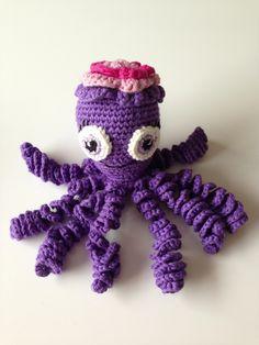 Chrochet octopus.   Pattern: http://babydjungeln.se