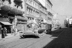 Soviet tanks occupy Bucharest in august The occupation was to last for more than a decade. Old Pictures, Old Photos, Bucharest Romania, British American, Interesting Reads, Old City, Rare Photos, Installation Art, Old Town