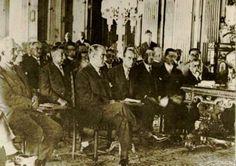 Cumhurbaşkanı Gazi Mustafa Kemal, 25 Ağustos 1928'de, yeni Türk harfleri konusunda verilen konferansı dinlerken...