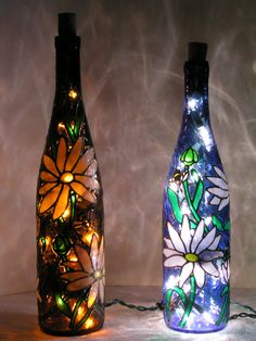 how to paint wine bottles to look like stained glass Recycled Wine Bottles, Painted Wine Bottles, Lighted Wine Bottles, Painted Wine Glasses, Bottle Lights, Glass Bottles, Wine Bottle Glasses, Wine Bottle Corks, Glass Bottle Crafts
