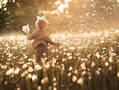 Gold of the World in the Photos by Elena Shumilova. Children Photography, Family Photography, Portrait Photography, Balloons Photography, The Ancient Magus Bride, Foto Baby, Jolie Photo, Family Photos, Beautiful Pictures