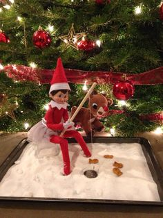 Easy and Creative Christmas Ideas for Kids – Funny Elf on the Shelf Ideas – Elf On The Shelf Ideas Funny – Water - Kinder Weihnachten Christmas Activities, Christmas Crafts For Kids, Christmas Traditions, L Elf, To Do App, Elf Auf Dem Regal, Awesome Elf On The Shelf Ideas, Elf On Shelf Funny, Elf On The Shelf Ideas For Toddlers