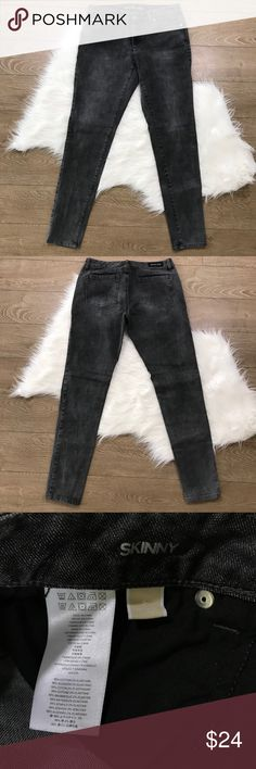 CLEARANCE ♦️ Michael Kors Low Rise Skinny Jeans Size 6 • In good gently used condition • 98% Cotton 2% Elastane • Save 10% on bundles of 2 or more items • Michael Kors Jeans Skinny