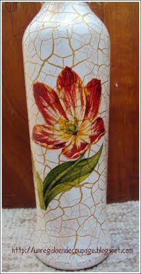 UN REGALO EN DECOUPAGE: BOTELLA CRAQUELADA CON DECOUPAGE Cutting Wine Bottles, Wine Bottle Vases, Glass Bottle Crafts, Painted Wine Bottles, Bottles And Jars, Bottle Art, Reuse Bottles, Recycled Jars, Decoupage Glass