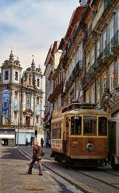 Portugal tem vários cantos e recantos a conhecer. A cidade do Porto, no Norte de Portugal, é sem dúvida um lugar que merece destaque por todas as suas características e segredos mais bem guardados da Places In Portugal, Visit Portugal, Spain And Portugal, Portugal Travel, The Places Youll Go, Places To See, Voyage Europe, Algarve, Travel Around The World