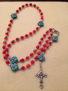 Coral and turquoise rosary Rosary Necklace, Rosary Beads, Prayer Beads, Jewelry Necklaces, Catholic Jewelry, Rosary Catholic, Faith Crafts, Holy Rosary, Jewelry Making