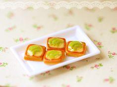 Miniature Food - Dollhouse Miniature Kiwi Slice Danish