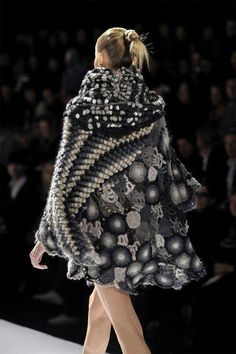 Crochet dress :: Really like the diagonal gradient puff stitch... Design by kenzo